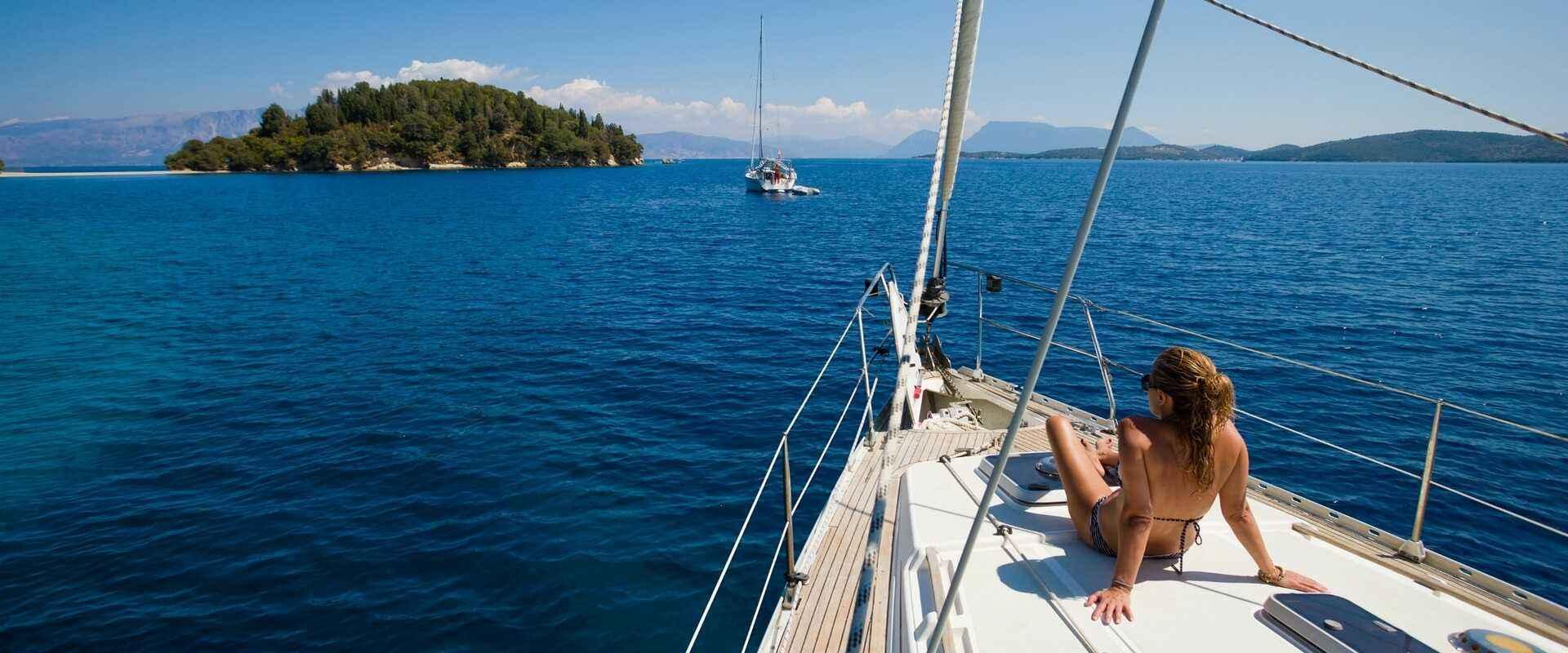 Организация морских прогулок, аренда катеров и яхт