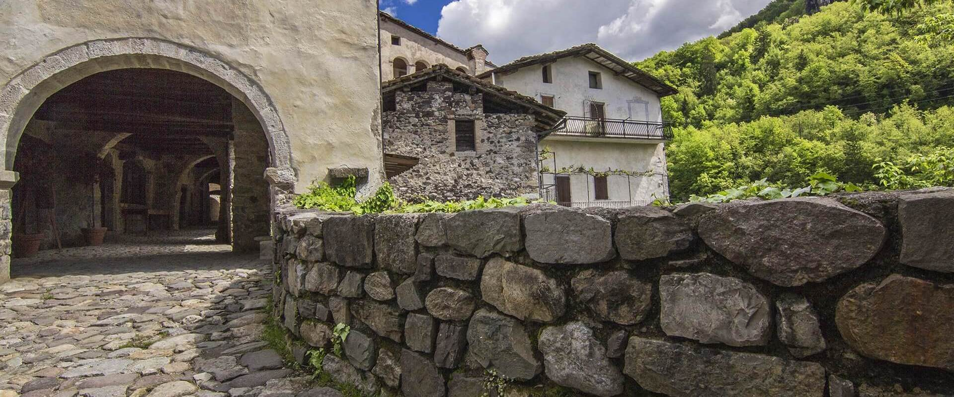 Агритуризм — посещение средневековых деревень (зеленый туризм)