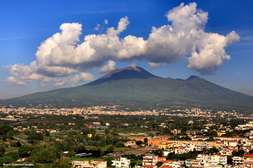 an informative text on mount vesuvius volcano located in south of italy Volcano called mount vesuvius geography & economy the nation of italy is located in southern europe the the city joined all of italy south of the po in.